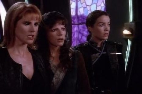 Babylon 5: S04E01: The Hour of the Wolf