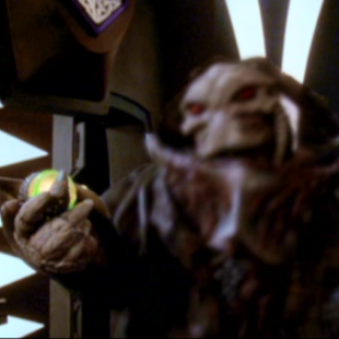 Babylon 5: S04E11: Lines of Communication