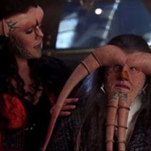 Farscape: S01E05: Back and Back and Back to the Future