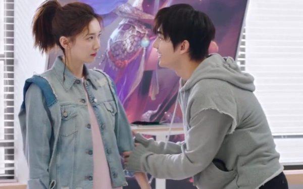 Ye Xiu (Yang Yang) apologises to Chen Guo (Maggie Jiang)