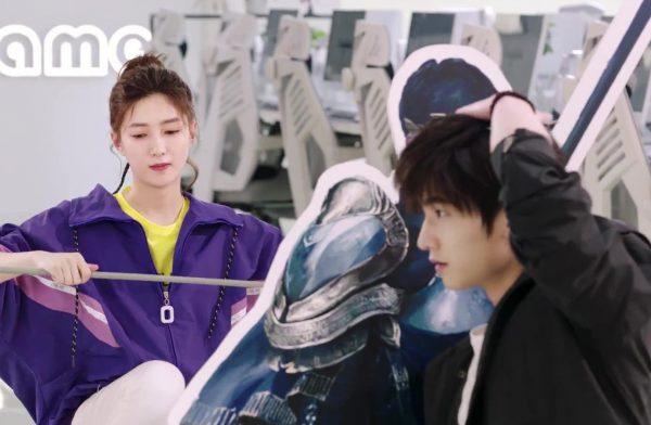 It seems that Ye Xiu is a little shorter that Ye Qui