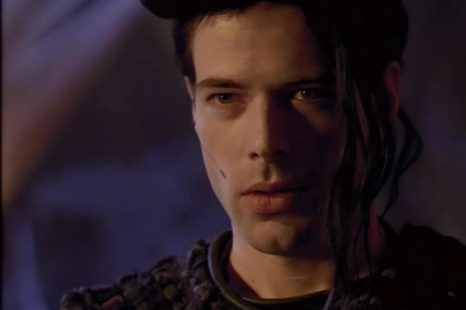 LEXX: S01E01: I Worship His Shadow