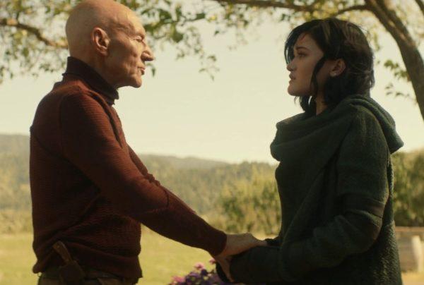 Picard Episode S01E01 Review - 08 - Picard Tries to Calm Dahj